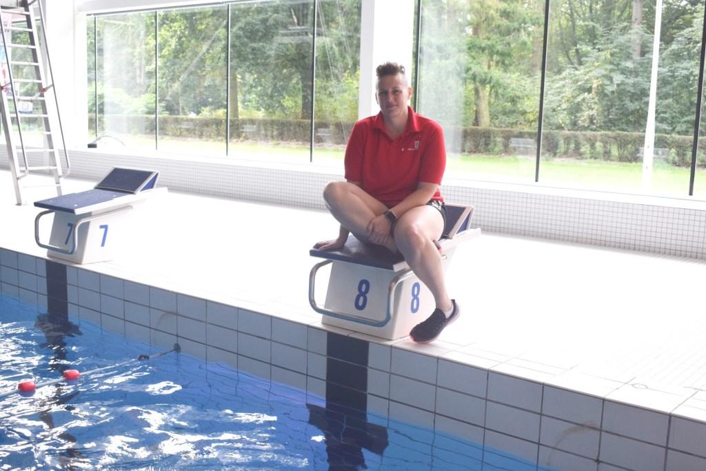 In meer dan tien jaar dat Charlotte zweminstructeur is, heeft ze heel wat verhalen verzameld.   © DPG Media