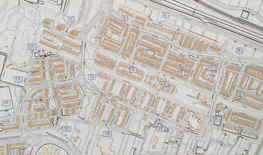 Foto van de plattegrond die de gemeente  heeft gemaakt met achttien mogelijke plekken voor de ondergrondse containers (Foto: Nanda van Heteren)