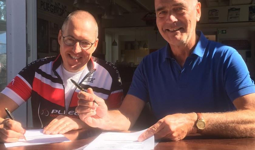 Wethouder Van Dalen (rechts) en WTC-voorzitter Van Vliet.
