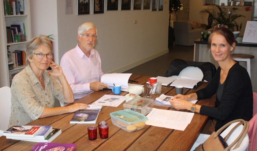 Aat Sliedrecht, Edith van den Boom en Marian v.d. Werf, lid van het Culemborg 5 G Collectief vragen zich af wie 5 G nu werkelijk nodig heeft.