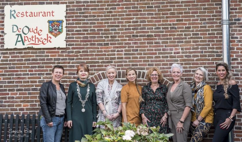 Sophie Bik, Cia Kroon, Ingeborg Buld, Merlin Vollenbroek, Els Meerenburgh, Desiree Kok, Josephien Wigger en Melissa Huitink. Foto: Sophie Bik