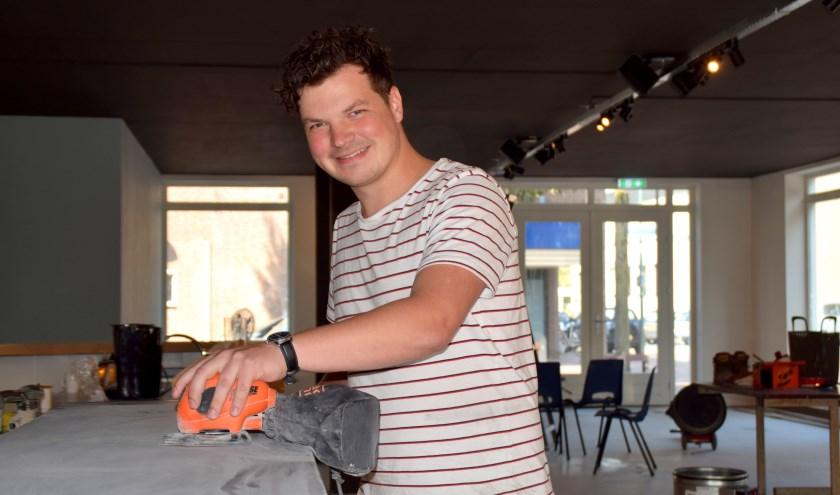 Sjors Dollevoet is nog hard aan het werk om alles op tijd af te krijgen. (foto: Cockie Kremers)
