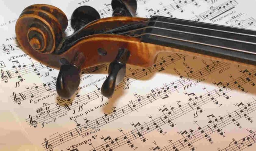 Senia richt in het hele land luistergroepen op voor mensen die van klassieke muziek houden.