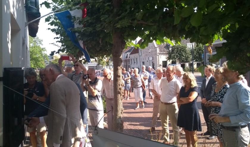 Anke Klein, wethouder erfgoed van de gemeente Utrecht, verrichtte de openingshandeling met Hennie Smorenburg en Jan  Sangers.