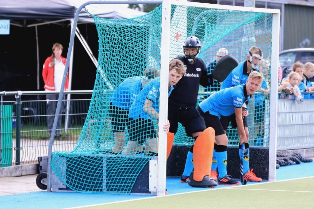 De heren van de B1 kregen een strafcorner tegen en eindigden op een mooie tweede plaats. Anita van Kooten Niekerk Fotografie © DPG Media