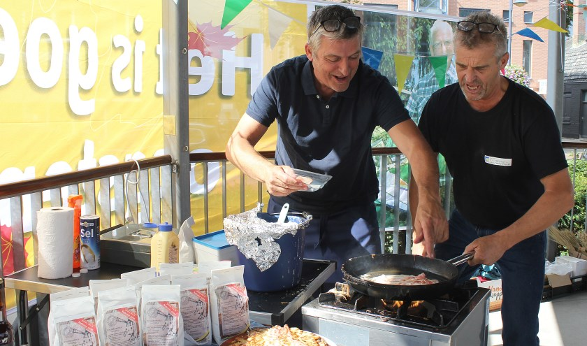 Over heerlijke pannenkoeken gebakken door Bert Jacobs en Gijs Aartsen. Foto: Johan Mulder