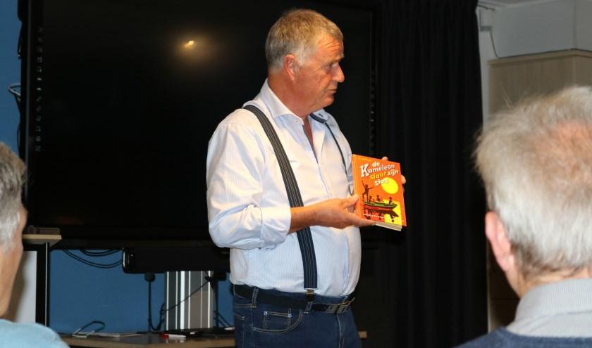 Jan Stedehouder vertelt over het ontstaan van de beroemde jeugdboekenserie en toont een van de eerste uitgaven.