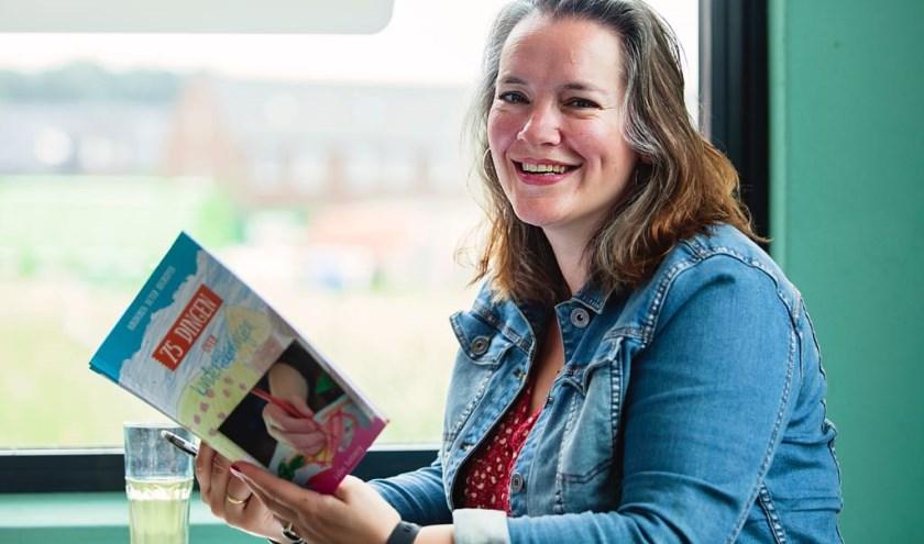 Speltherapeut Eveline Ruiterberg vertelt over de beeldentaal die kinderen gebruiken in hun tekeningen.