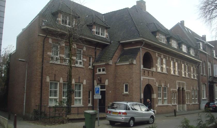 In 1933 gebouwde woningen, een met een voortuintje en twee aan de straat. Architectuur van Jos. Donders. Ze staan niet op een monumentenlijst. info: www.heemkundekringtilburg.nl