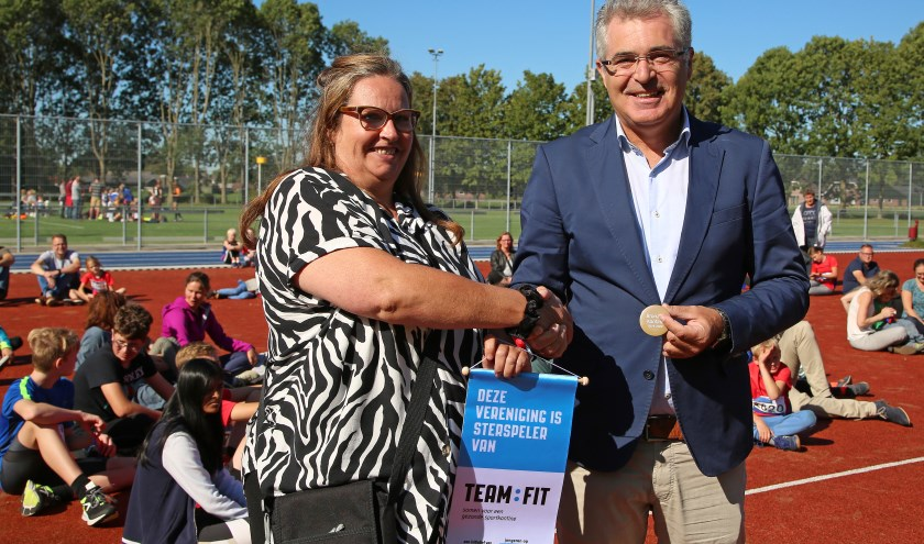 JAV Athloi is de derde sportvereniging in de gemeente die in het bezit van het gezonde kantinecertificaat gekomen is. Foto: Alex de Kuijper