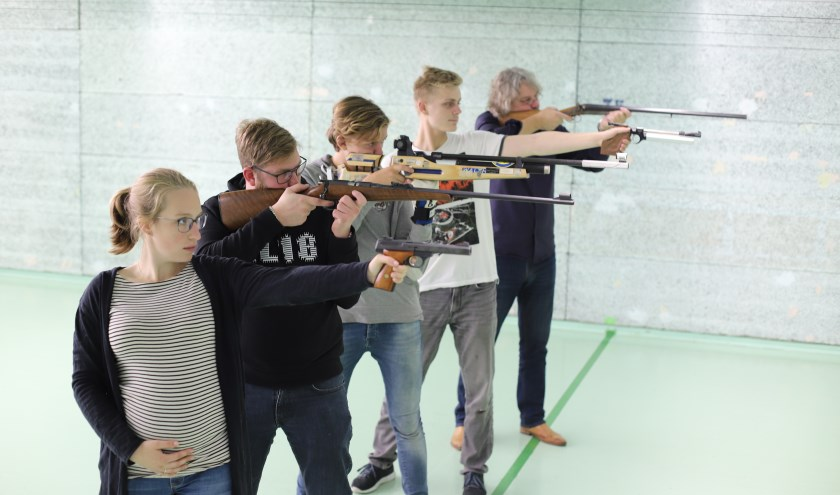 Diverse schutters met verschillende wapens