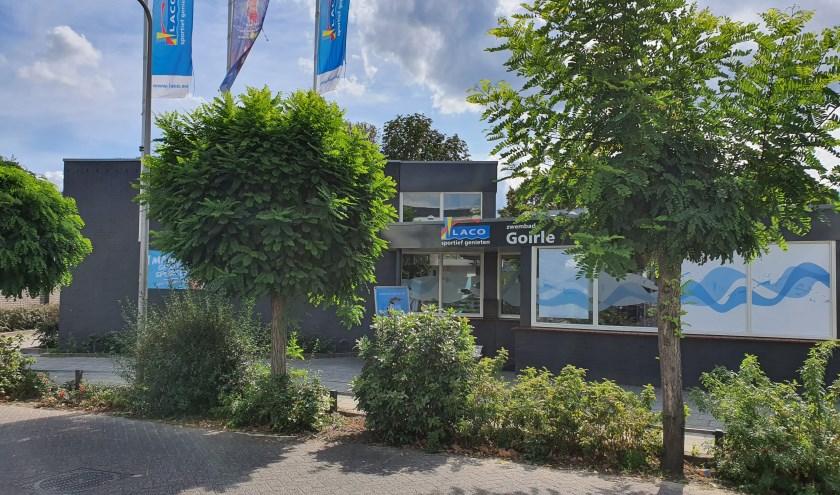 Het zwembad aan de Fabriekstraat. In 2001 heeft de gemeente het openlucht- en instructiebad Waterspoor geprivatiseerd.