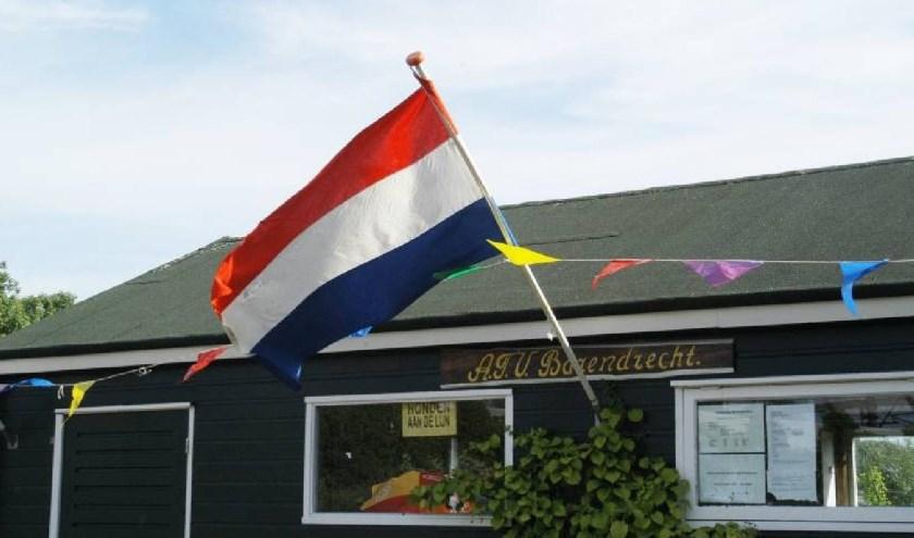 ATV Barendrecht kreeg als vereniging de waarderingsoorkonde (Foto ATV Barendrecht,nl)