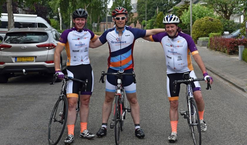 Eerst 300 kilometer naar Zeeland fietsen en vervolgens meedoen aan de Ride for the Roses: Remco Wevers en zijn fietsvrienden staan voor een echte uitdaging.