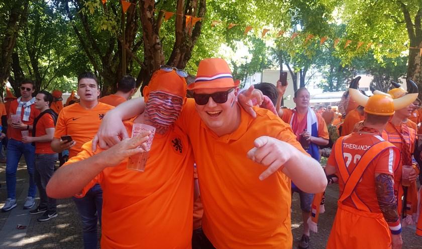 Addo Nobbe (rechts) bezoekt graag de wedstrijden van het Nederlands elftal.