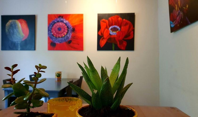De schilderijen van Mar en Wim Bovenlander zijn vanaf 6 oktober te zien in het Eet-Lokaal. (foto: Pablo van Dick)