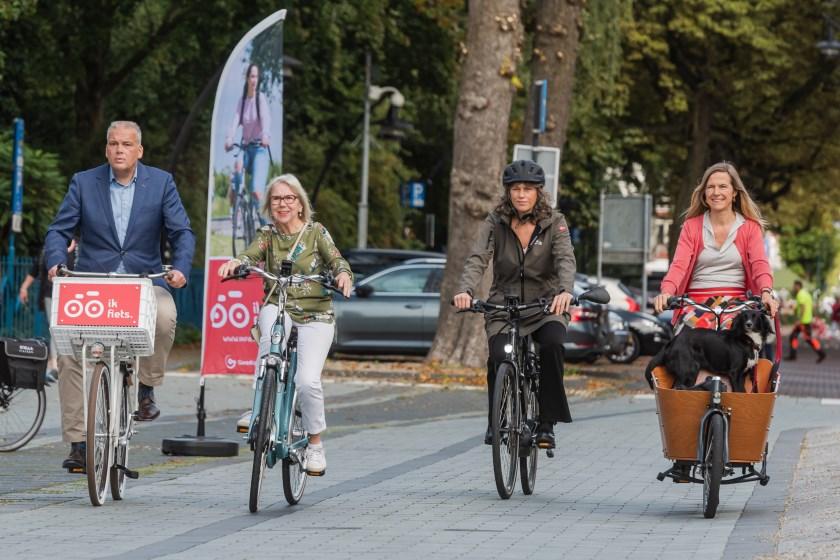 Start Ik fietscampagne provincie Utrecht bij gemeentehuis van Zeist