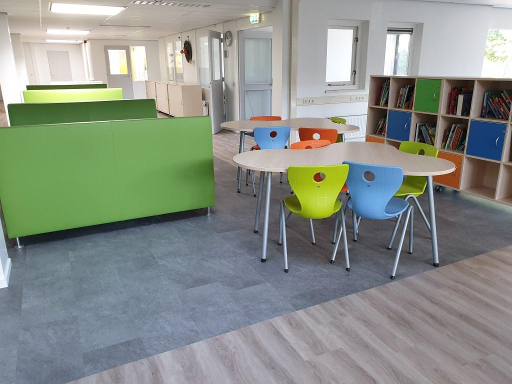 Multifunctionele werkplekken op het leerplein Foto: IKC UnieK © DPG Media