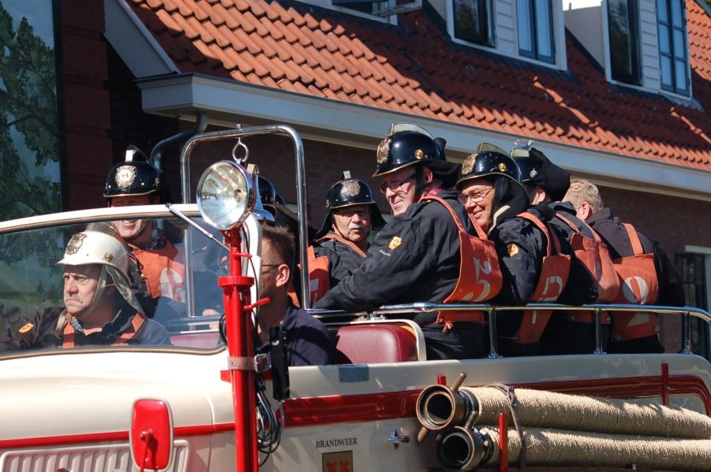 de ploeg op weg naar het object Foto: hennie vd vendel © DPG Media