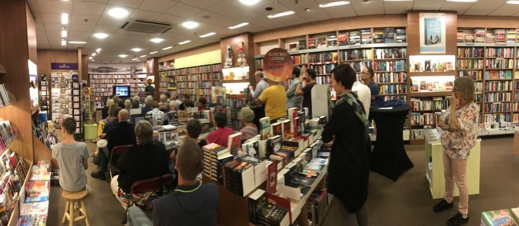 Arjan Dwarshuis vertelt Foto: Boekhandel van Rietschoten © DPG Media