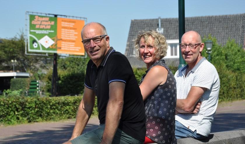Jos Rutten (links), Gertie Verberk en Jan van de Weijer kijken uit naar de jubileumviering bij Excellent. (Cees Lenkens)
