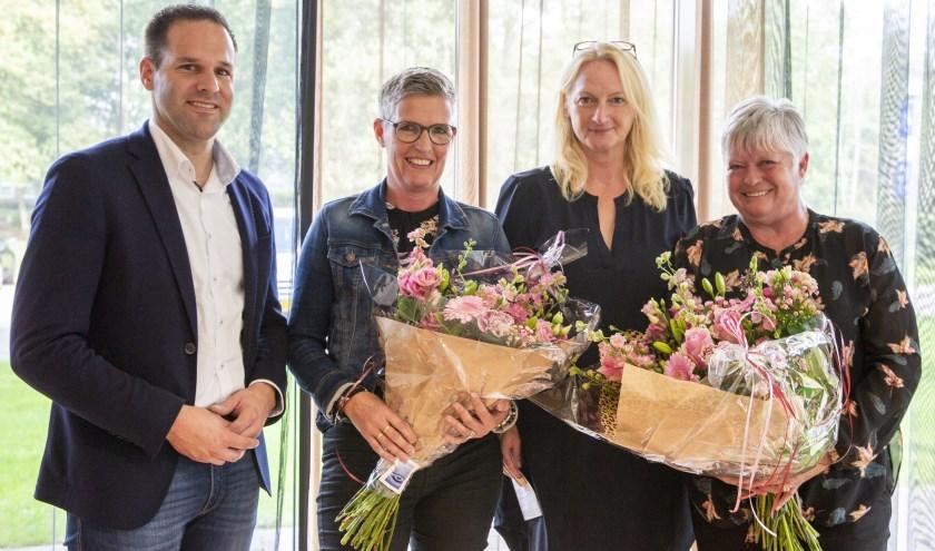 Wethouder Bart Jan Harmsen, Lianda Kalsbeek, Melanie Maatman (Mijande Wonen) en Beste Buur: Geke Kulk-Reeringh.