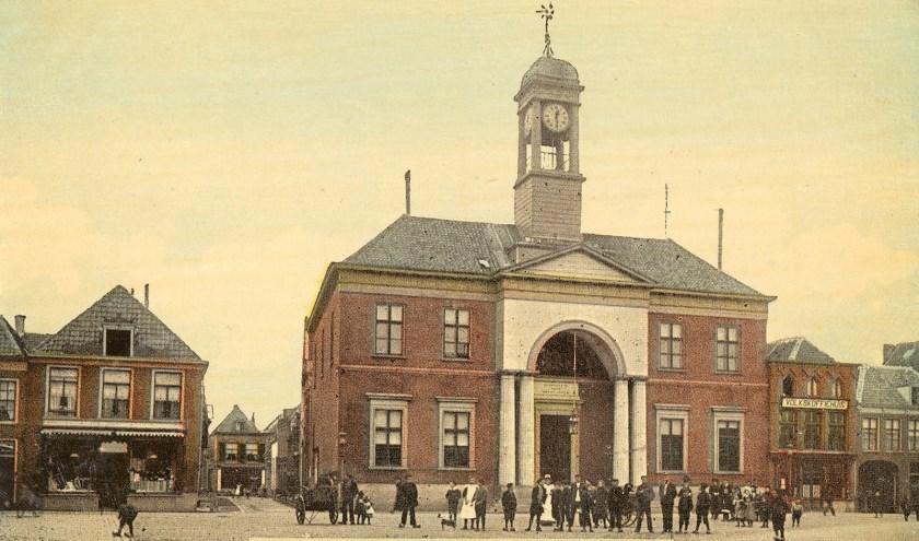 Het Oude Stadhuis aan de Markt voor de renovatie.