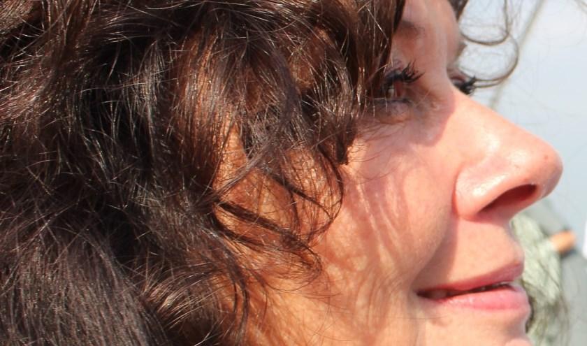 Schrijfster,  bewegingsagoog en massagetherapeut Ina de Wilde.(Foto: Elena Raus)