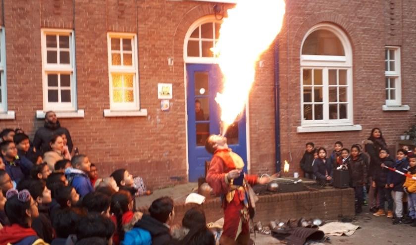 In de Middeleeuwen werden de ridders vaak vermaakt door een vuurspuwende nar!