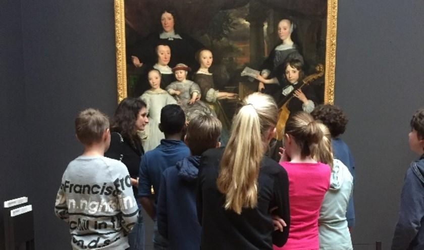 Ruim 800 leerlingen van het basisonderwijs, groep 6, 7 en 8 gaan vanaf volgende week met KUVO naar de 3 grote museum in Amsterdam.