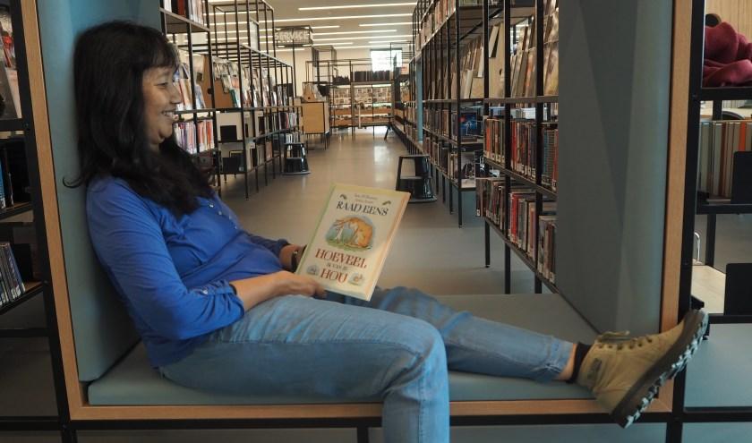 Hetty Odenthal van de Bibliotheek Deventer. Specialist voorlezen voor jonge kinderen. Fotocredits: Deventer FotoKring Pieter Leeflang