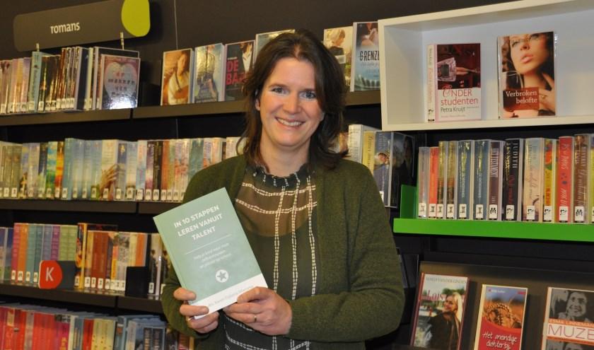 Karen Dijkstra helpt kinderen te leren vanuit hun talent. FOTO: Julie Houben