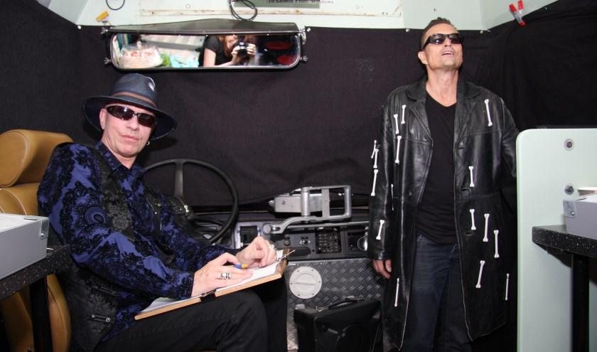 Paul van Loon zorgt voor een muzikale afsluiting en neemt speciaal daarvoor zijn gitaar mee. foto: Ingrid de Jong