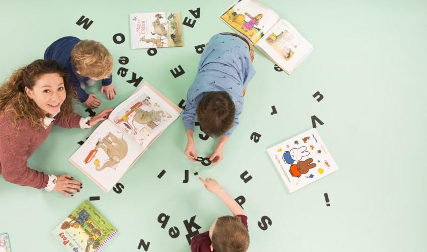 De VoorleesExpress en Bibliotheek aan den IJssel zorgen ervoor dat dat kinderen met een taalachterstand extra aandacht krijgen. Foto: Lilian van Rooij