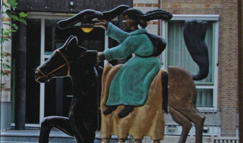 Kunstwerk: Mencia de Mendoza te paard.
