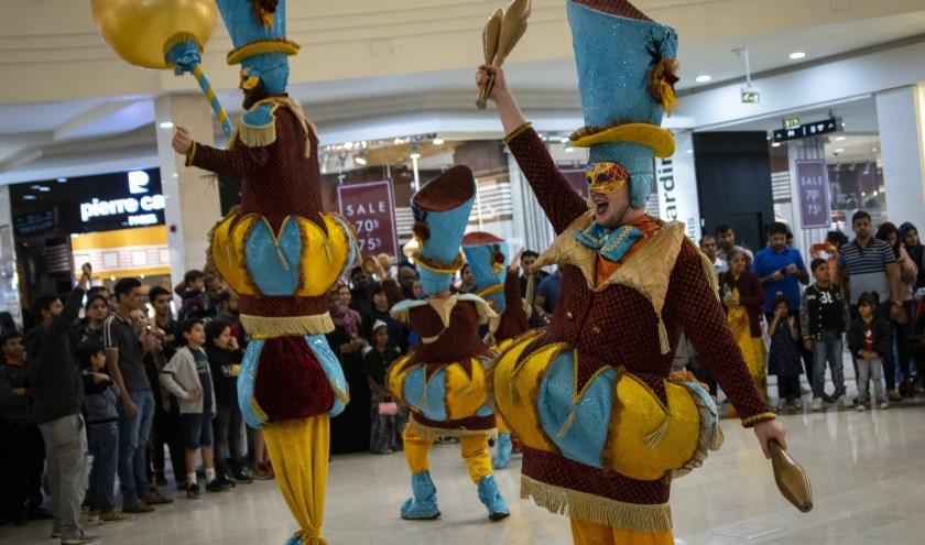 Artiesten van Circo di Strada in Dubai.