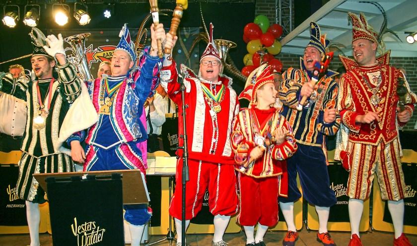 De Zevenaarse prinsen op het podium tijdens de vorige editie van het carnavalsconcert. (foto: PR)