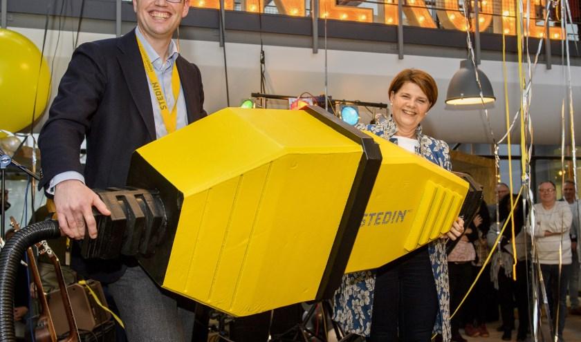 Burgemeester Marja van Bijsterveldt en CTO David Peters van Stedin heropenen het regiokantoor van Stedin aan de Energieweg in Delft. FOTO: Sicco Pictures