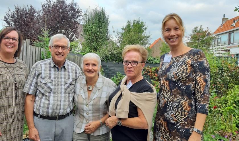 Kort na de start van de huisbezoeken nam Mieke van Ginkel een kijkje bij het echtpaar Russell (beiden 75). Rechts vrijwilliger Cisca en Yvonne Schults