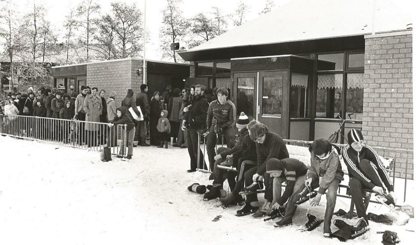 In de zomer werd er gekorfbald en als de weergoden het toelieten kon er in de winter geschaatst worden. Vooral bij strenge winters nam het leden flink toe.