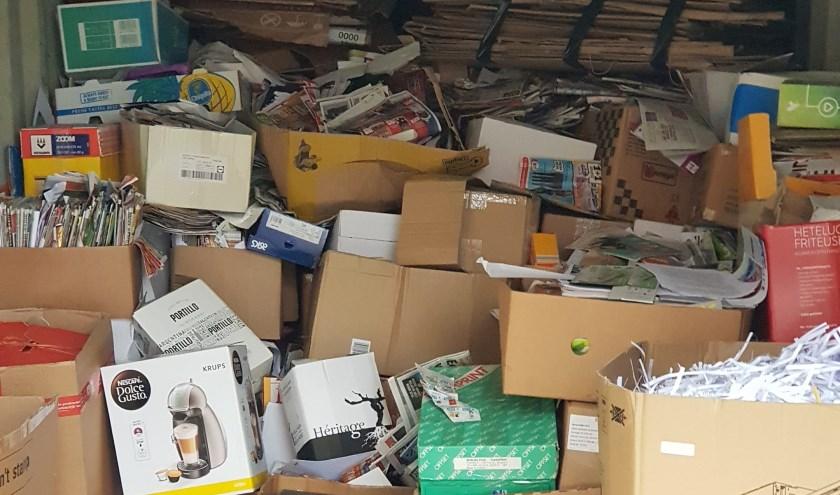 De container bij Ede de Vreede zit propvol. (Foto: Dick van der Veen)