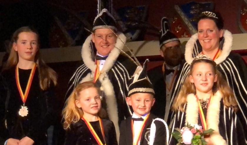Jurgen Teunissen is gepresenteerd als de nieuwe prins van cv De Deurdouwers. Zijn leus voor aanstaand carnavals is: Als gezin knallen wij de carnaval in!(foto: PR)