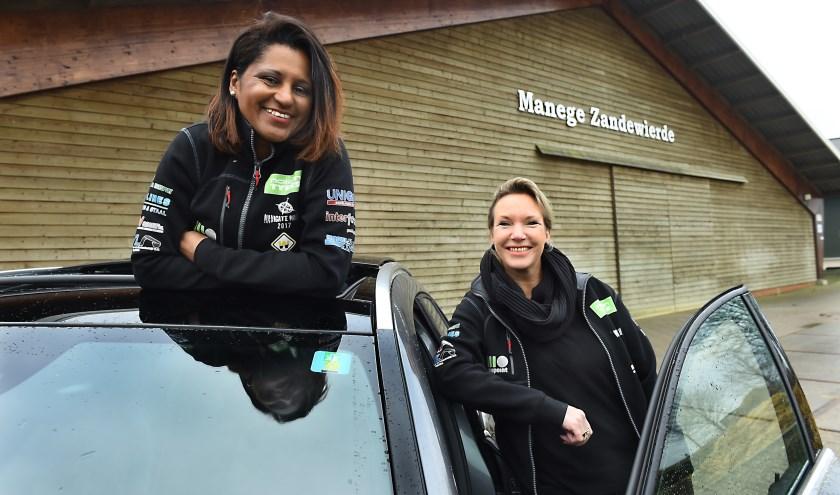 Catia (links) en Cynthia gaan naar de Noordkaap. (foto: Roel Kleinpenning)