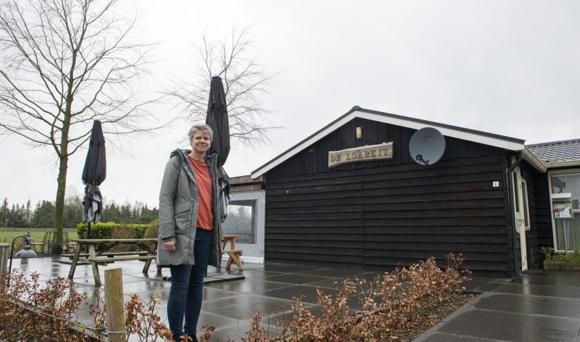 'Onze buurtvereniging is springlevend', aldus Mieke Jansen van de Sligte, voorzitter van 't Loar in Vaassen.  Foto: Dennis Dekker
