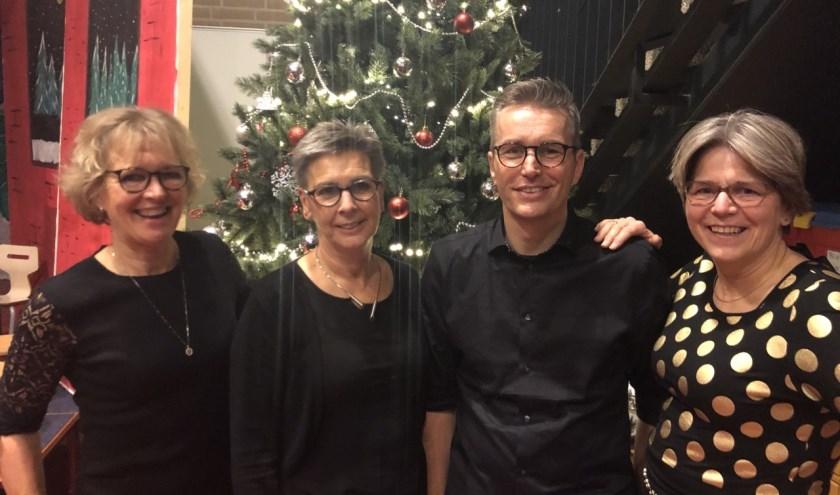 De jubilarissen v.l.n.r.: Ineke Migchelbrink, Gerri Mossel, Bas Veenendaal en Jolanda Comello.
