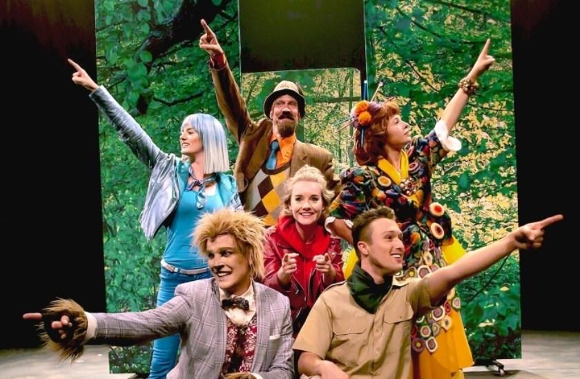 Deze musical van Roodkapje zit vol met catchy liedjes en humor. Het is in een modern jasje gestoken waardoor het leuk is voor jong & oud.