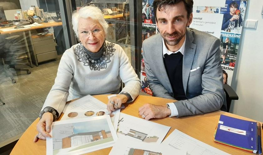 Joke Bruggeman, vrijwilligster bij hospice De Wingerd en Bert Dikken, communicatie-adviseur van zorggroep Charim. (Foto: Martin Brink/DPG Media)