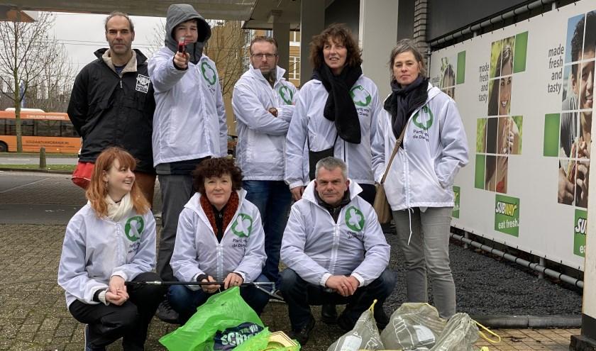 Vrijwilligers Partij voor de  Dieren met een gedeelte van 'de opbrengst'