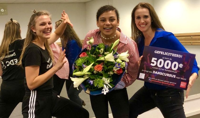 Cursist Saffiya (18 jaar) schreef zich in voor een danscursus bij Dansschool EDC, onderdeel van het KunstenHuis.