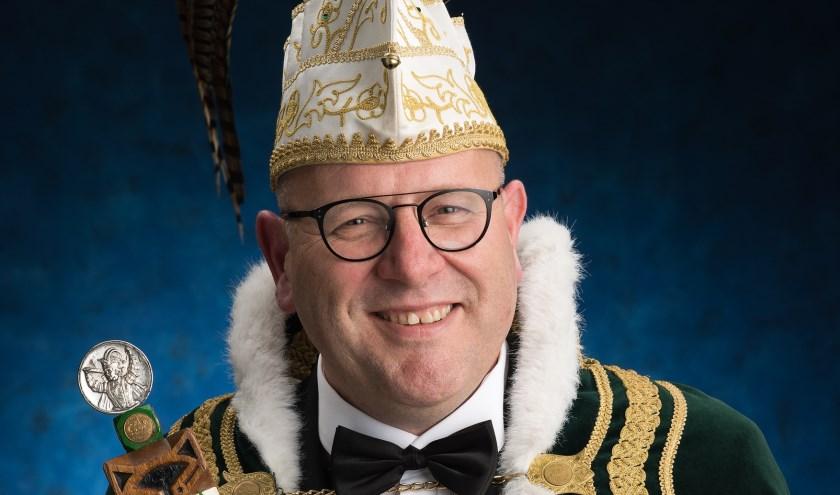 Edwin Wissink is de 53ste prins van De Vossenjagers. Hij zal het aanstaande carnaval in Vossendarp regeren met de leus: Wi-j Proosten d'r op! (foto: PR)